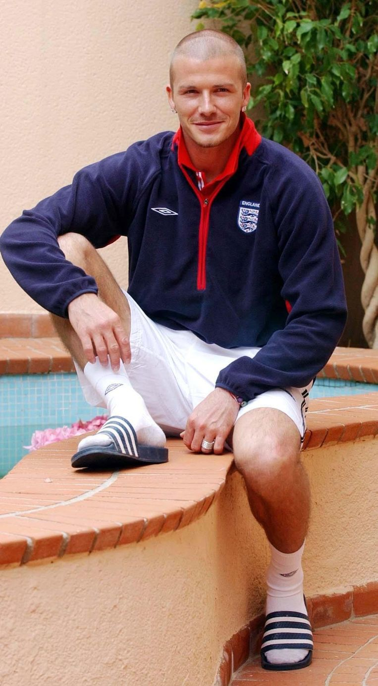 G6YTWN England captain David Beckham relaxes at the Forte Village Hotel complex in Sardinia. Beeld Alamy Stock Photo