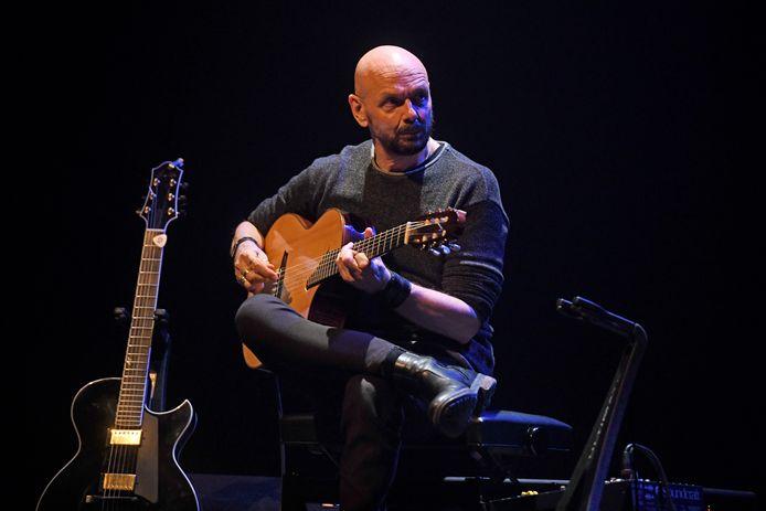 Gitarist Jan Kuiper, twee jaar geleden, in Theater Hanzehof.