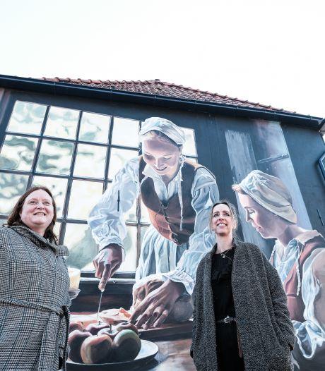 Metershoge vrouwen van de Slag om Grolle; modellen uit eigen stad