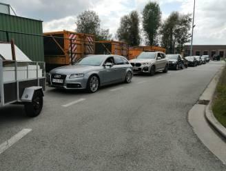 Lange rijen aan de recyclageparken: tot anderhalf uur schuiven met je vuilnis