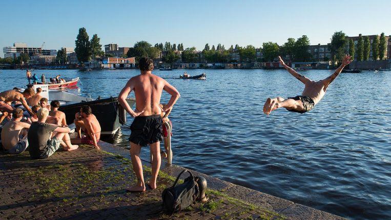 Een warme zomeravond aan de Amstel Beeld Mats van Soolingen