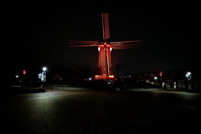 De Mierlose molen bij nacht