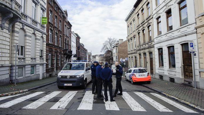 In Verviers werden gisteren twee terreurverdachten gedood. Een van zou de broer zijn van een tussenpersoon in de gevangenis van Lantin.