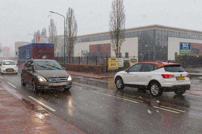 De eigenaar van de sportschool in Luyksgestel heeft bezwaar gemaakt tegen de komst van een concurrerende sportschool in 't Loo. Dit filiaal van Fit Factory komt in een leegstaand deel van een pand waar ook de Boerenbond-winkel in is gevestigd.