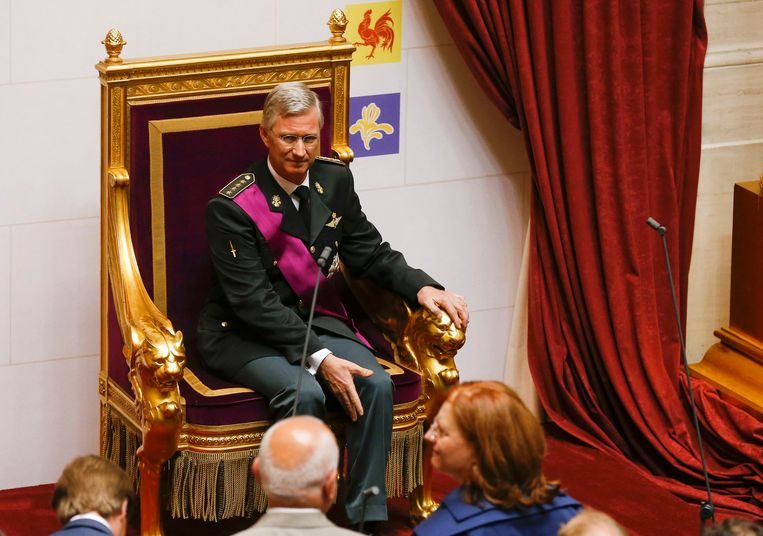 King Philippe of Belgium sits on the throne after taking the oath during a ceremony at the Belgian Parliament in Brussels July 21, 2013. Belgium is celebrating its National Day, which also marks the abdication of King Albert II of Belgium and the investiture of his eldest son Philippe.   REUTERS/Vincent Kessler (BELGIUM  - Tags: ENTERTAINMENT ROYALS TPX IMAGES OF THE DAY)  (KING-BELGIUM) Beeld REUTERS