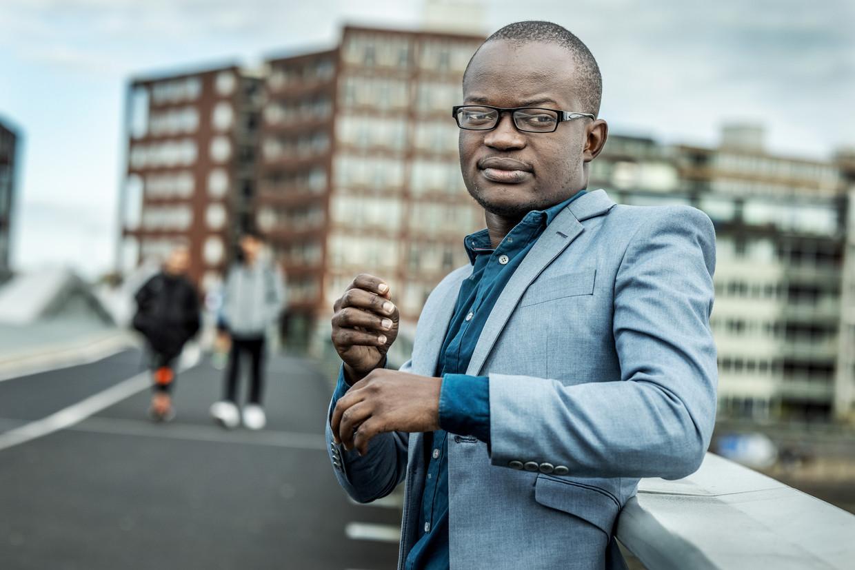 De Oegandese mensenrechtenadvocaat Shibolo Awali heeft tijdelijk in Nederland zijn toevlucht gezocht. Hij verdedigt mensen uit de lhbt-gemeenschap in Oeganda, wat hem op bedreigingen en intimidatie komt te staan.