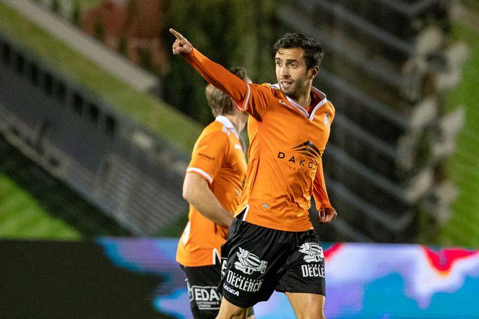 Mehdi Tarfi glundert nadat hij thuis tegen Lommel tien minuten na de rust de gelijkmaker op het bord zette.