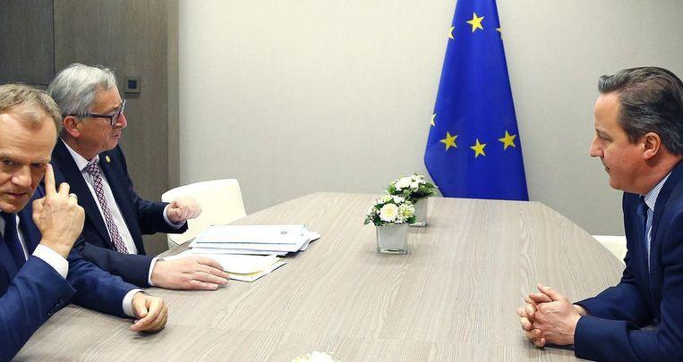 (Vlnr) Voorzitter van de Europese raad Donald Tusk, voorzitter van de Europese commissie Jean-Claude Juncker en de Britse premier David Cameron. Beeld EPA