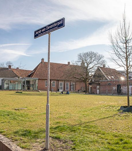 Pad in Oldenzaalse stadstuin heet nu officieel Jacob van Deventerpad