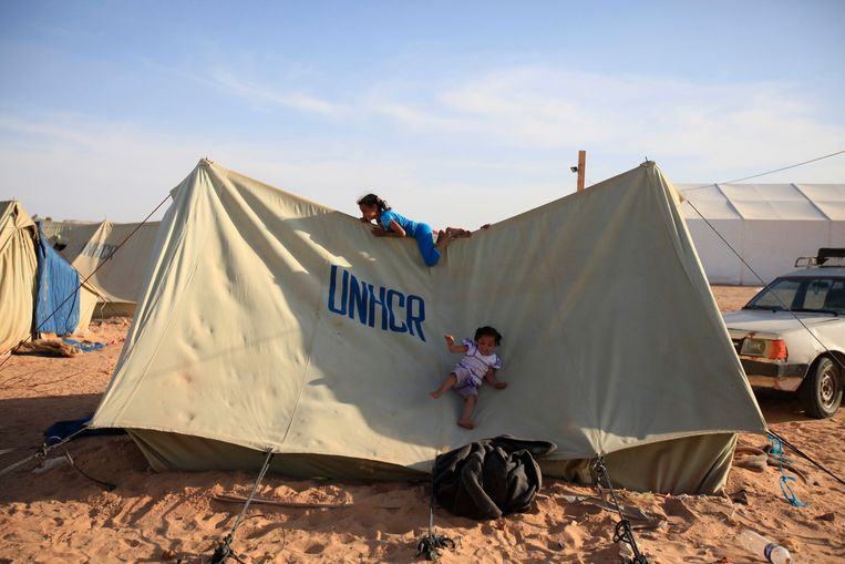 Kinderen spelen op een tent in een vluchtelingenkamp in Libië. Archieffoto. Beeld REUTERS