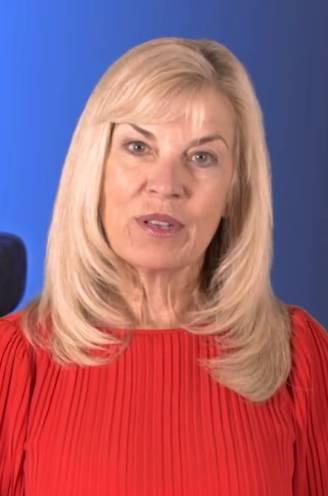 """Dit is Susan Loggans, de advocate die tientallen slachtoffers van R. Kelly monddood maakte: """"Ze heeft die meisjes verraden"""""""