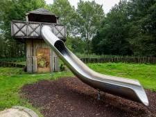 Vandalen winnen: speelkasteel verdwijnt uit park in Apeldoorn na zoveelste vernieling