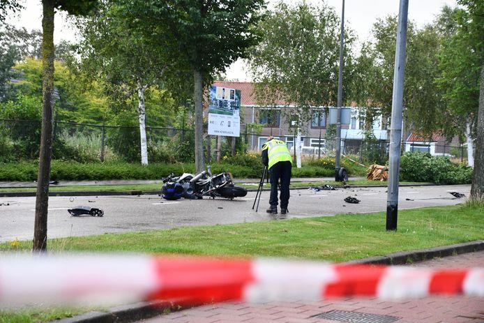 De weg was lange tijd afgesloten voor onderzoek op de ongevalslocatie door de technische recherche.