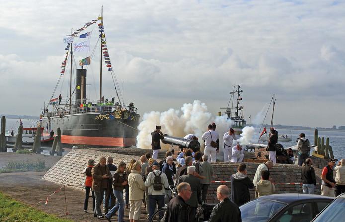 De Buffel kreeg in 2013 een warm ontvangst in Hellevoetsluis.
