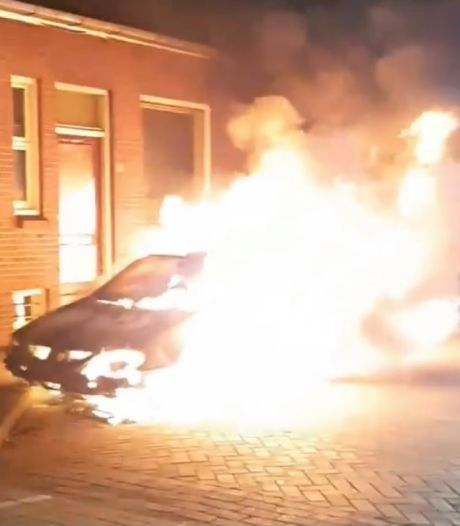Man (52) opgepakt voor autobranden in Deventer in nieuwjaarsnacht