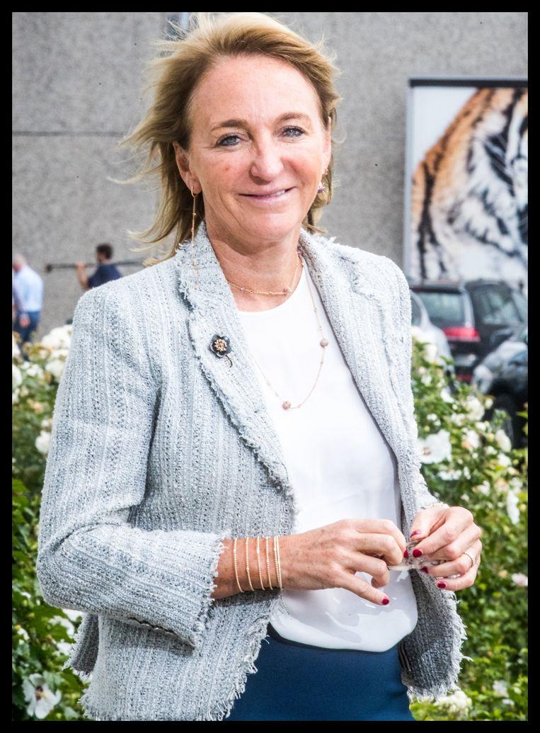 Michèle Sioen: 'Vroeger probeerde ik onze fabrieken in het buitenland minstens één keer per jaar te bezoeken. Via videoconferencing zit ik nu meer samen met onze bedrijfsleiding in Indonesië en Myanmar dan vroeger.' Beeld