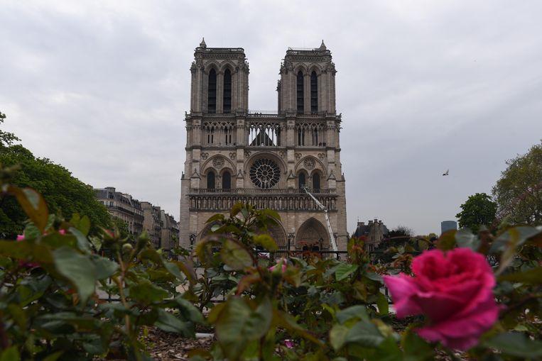 Op het voorplein van de Notre-Dame zal een tijdelijke kathedraal in hout worden opgetrokken.