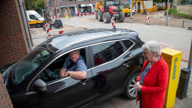 Passen en meten bij ingang parkeergarage in Harderwijk, 'het wordt er niet veiliger op'