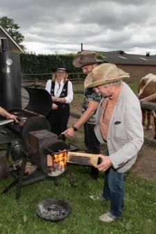 Barbecue die niet zou misstaan in de VS, en dat gewoon op de Longhorn Ranch in Someren-Eind
