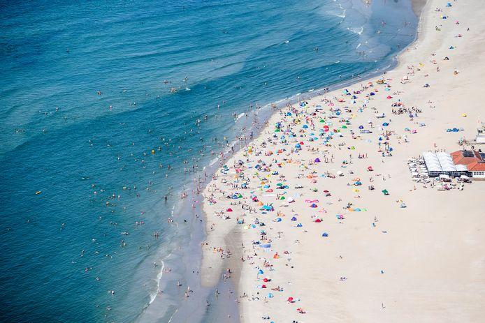 Luchtfoto van het strand van Ameland. Foto ter illustratie.