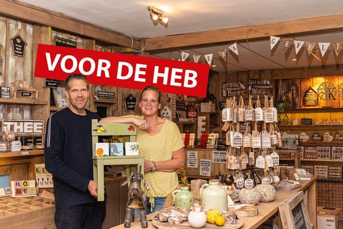 Dennis en Patricia Kempkes in hun winkel Blackhout in Boskoop.