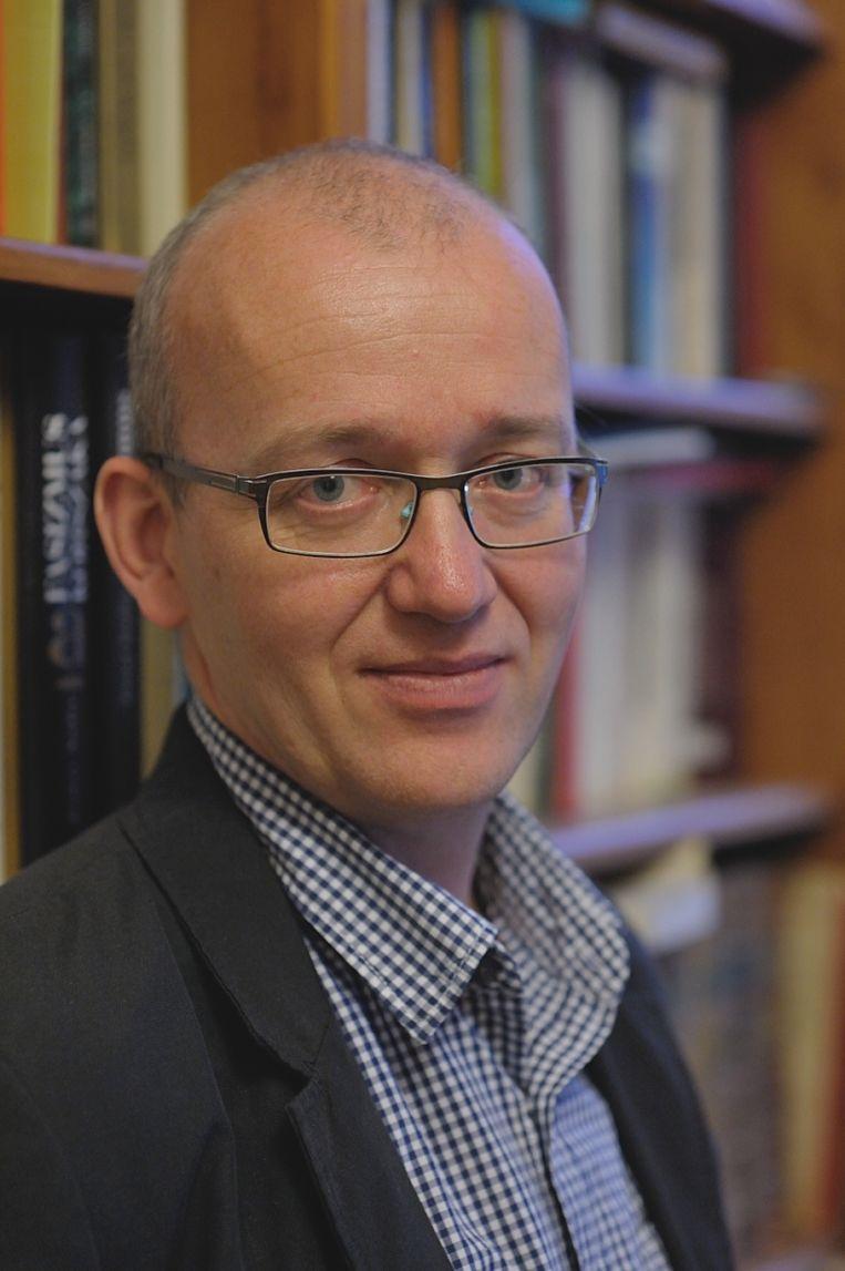 Krisztián Ungváry (1969) is een Hongaarse historicus, gespecialiseerd in de twintigste-eeuwse politieke en militaire geschiedenis van zijn land. Hij publiceerde onder meer over het beleg van Boedapest en over de Hongaarse communistische geheime dienst. Beeld -