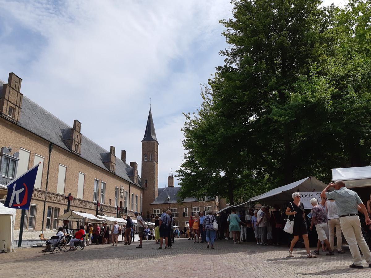 Kunstmarkt op het Abdijplein is in augustus vast onderdeel van de Kunst en Cultuurroute Middelburg