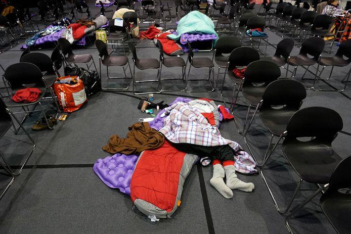 Mensen die thuis geen stroom meer hebben, worden opgevangen in een kerk in Houston.