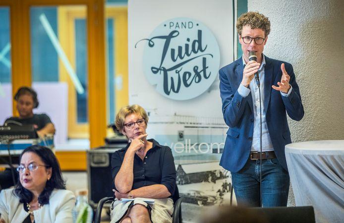 Wethouder Martijn Balster wil zich sterk maken voor een vwo-school in Den Haag Zuidwest.