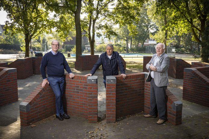 De geldinzamelaars voor het nieuwe muziekpodium in het Park Stakenkamp.
