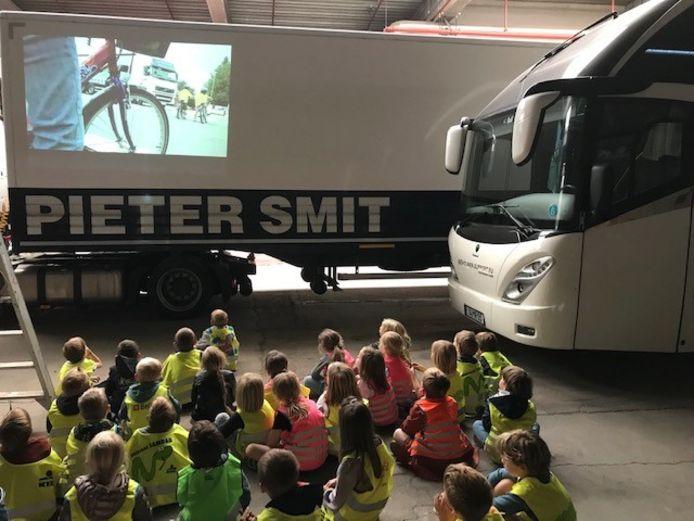 Politie Aarschot bezorgt de leerlingen van Vrije Basisschool Ourodenberg een leuke verkeersdag.