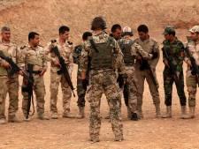 Koerdische strijders krijgen 'les' van Britse militairen