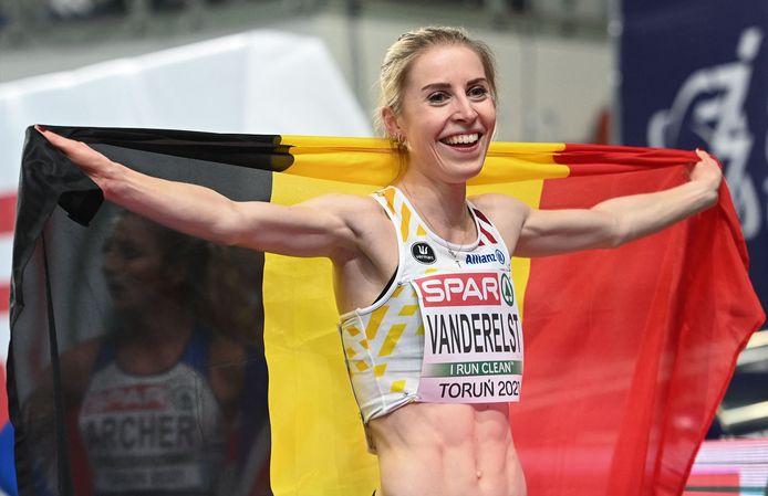 Belgium's Elise Vanderelst wins the women's 1500m final at the 2021 European Athletics Indoor Championships in Torun on March 6, 2021. (Photo by Sergei GAPON / AFP)
