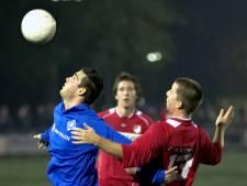 Voetbalspektakel van Huissen is terug: Rooien tegen Blauwen