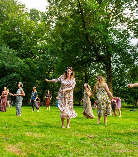 Nieuwe hype: dansen op blote voeten, zonder alcohol en drugs (ja, gewoon in Amersfoort)