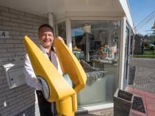 Een gele praatpaal voor je deur in Budel: Met carnaval wordt er wel eens misbruik van gemaakt