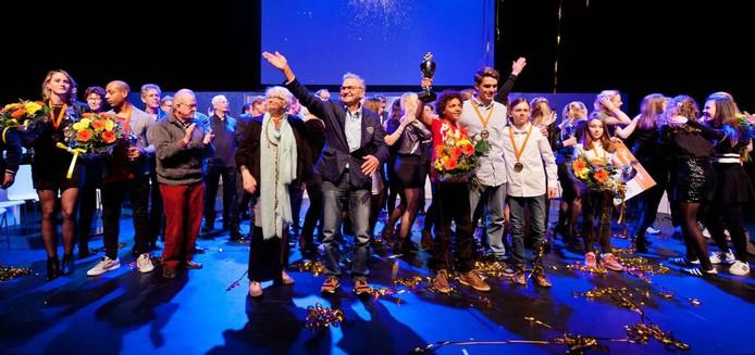 Alle winnaars op het podium bij het Sportgala Oosterhout: 'Sporters verdienen het ook om in het zonnetje te worden gezet.'