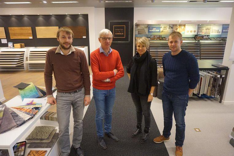 Van links naar rechts zien we Robby, Patrick, Nathalie en Ruben Cornelis, die aan het roer staan in de interieurzaak.