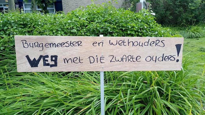 Protest tegen azc 's-Gravenpolder.