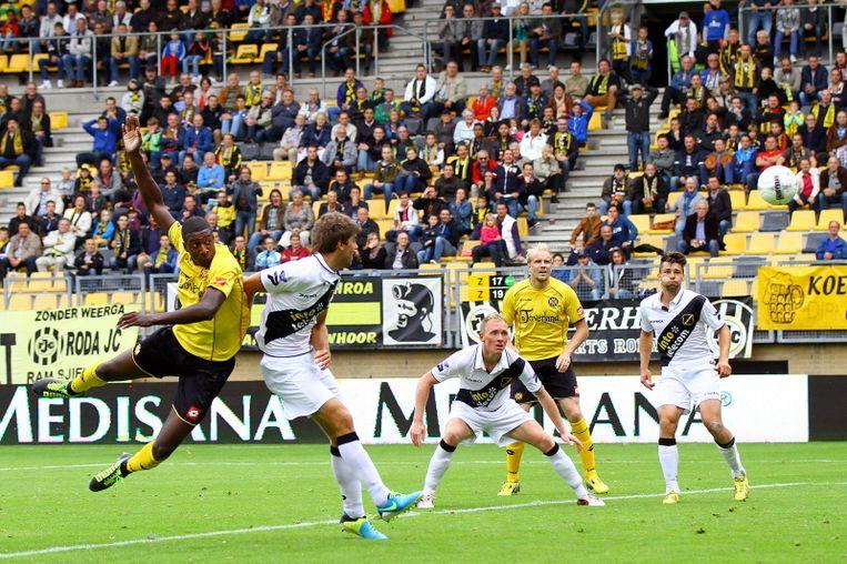 Mitchel Donald kopt Roda JC op voorsprong Beeld Pro Shots