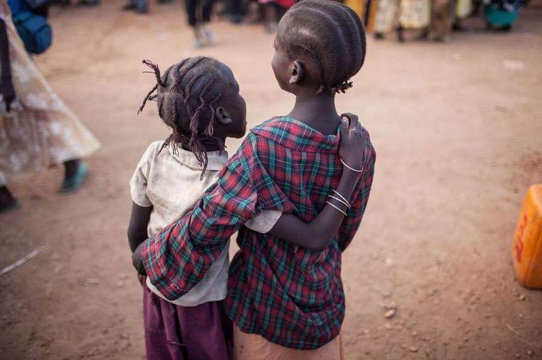 Twee meisjes in Malakal, in Zuid-Soedan. Beeld afp