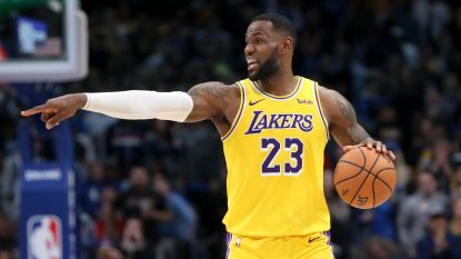LeBron James leidt Lakers met triple-double voorbij Dallas