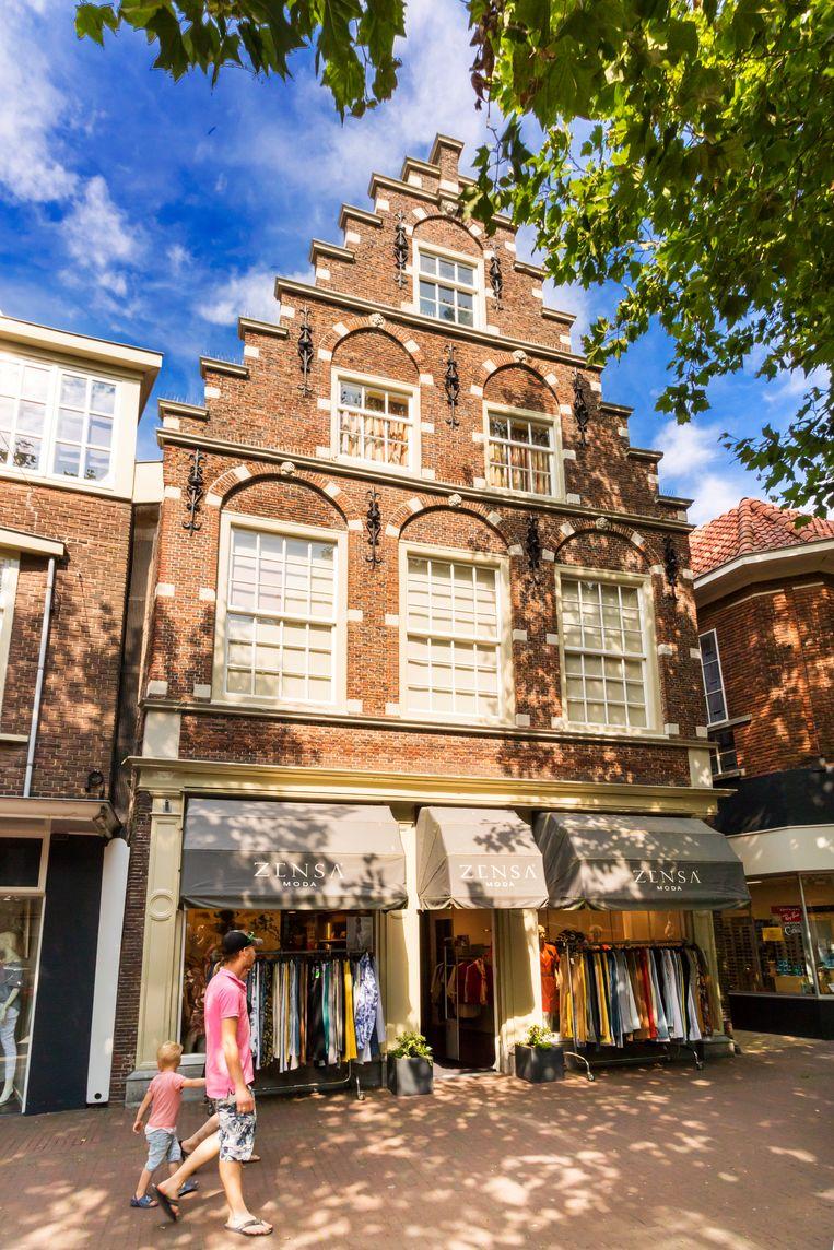 Geboortehuis van Simon Vestdijk aan de Voorstraat. Beeld Sander Groen