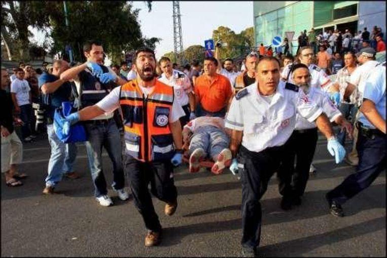 Vijftien mensen raakten gewond bij de aanslag in Ashkelon gisteren. Beeld UNKNOWN
