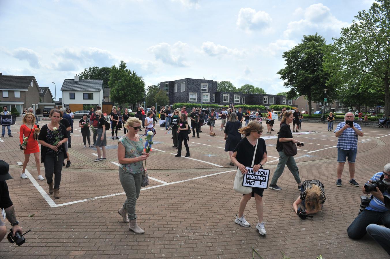 Demonstratie Animalrights na stalbrand Nederweert.