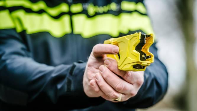 Politie dreigt met stroomstootwapen om inbrekers Hoogland te arresteren