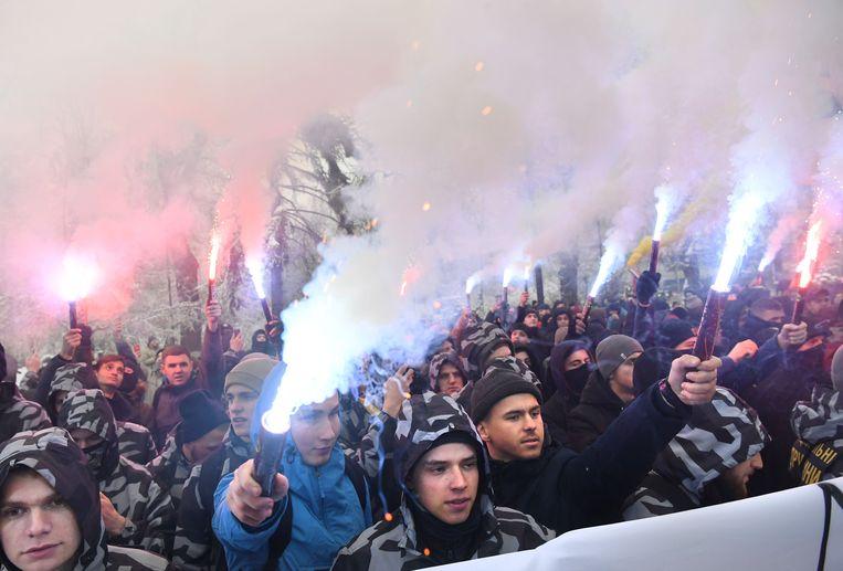 Demonstranten bij het parlement in Kiev op 26 november. Ze eisen dat de krijgswet wordt afgekondigd en dat diplomatieke betrekkingen met Rusland worden verbroken. Beeld AFP