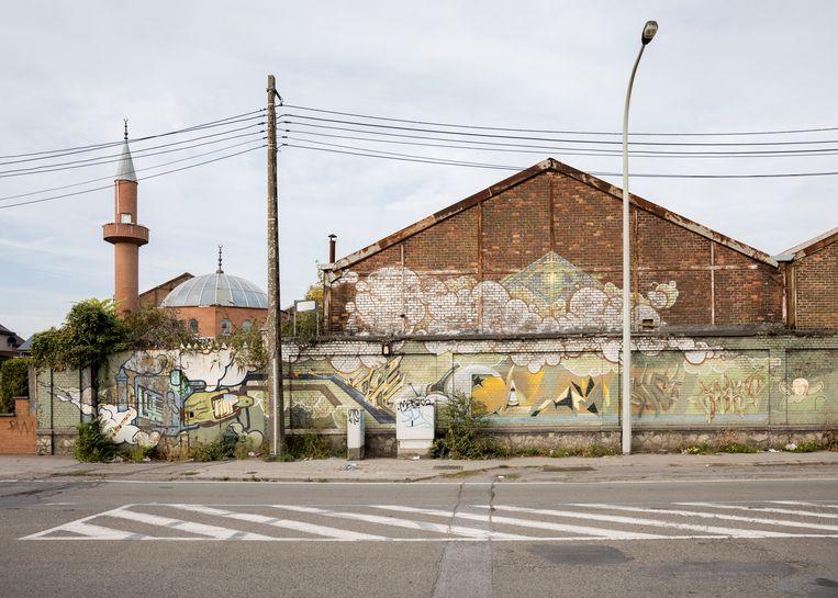 Een deel van 'misschien wel de langste graffitimuur van de wereld'. Beeld Jef Jacobs