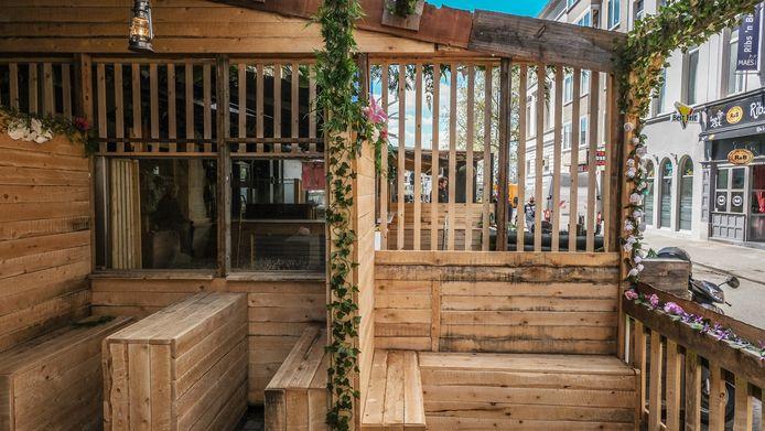 Het terras van Bar Luxe