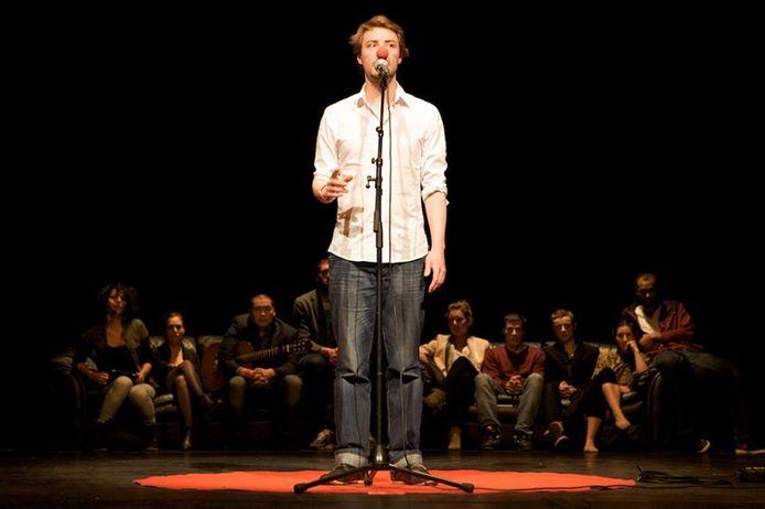 Max Greyson tijdens een van zijn voorstellingen.